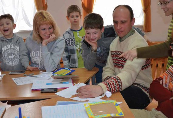 """Feature Story – """"School Of Parents"""" – Teaching Parents To Be Parents"""