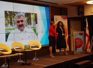 Leyla Mustafayeva received #PavelSheremet award in Tallin on behalf #AfganMukhtarli